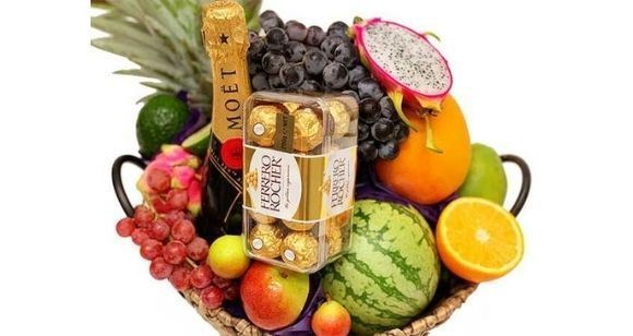 Picture of Gift Basket with Moet Champagne and Ferrero Chocolates